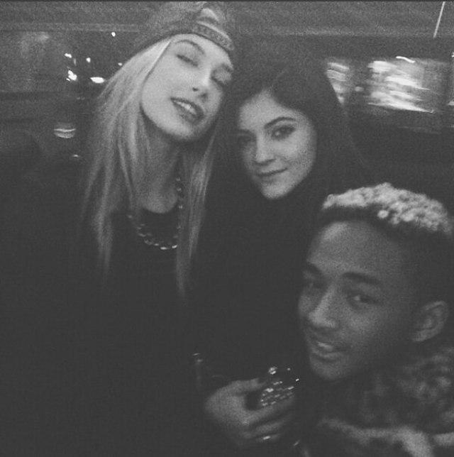 Hailey Baldwin con sus amigos de la infancia, Jaden Smith y Kylie Jenner (Instagram Hailey)