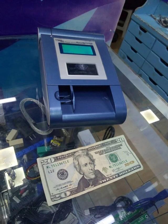 Los comerciantes están adquiriendo equipos de verificación de dólares