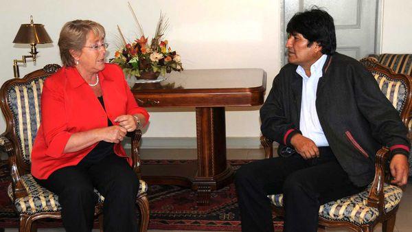 La presidente de Chile, Michelle Bachelet y su par boliviano, Evo Morales