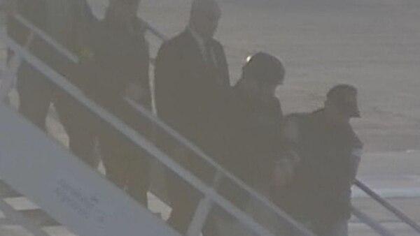 Zannini desciende del avión en Aeroparque