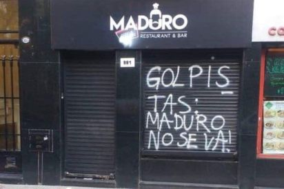 Antes del cierre, en el frente del local escribieron mensajes intimidatorios