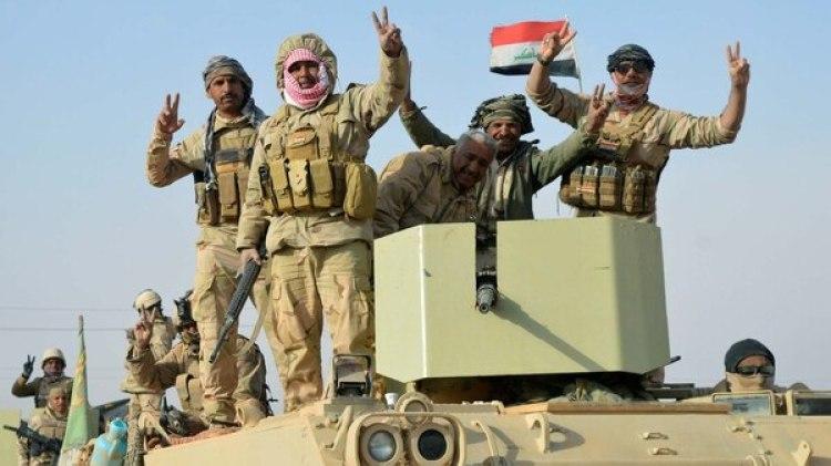 Las fuerzas iraquíes celebran la toma de Rawa (Reuters)