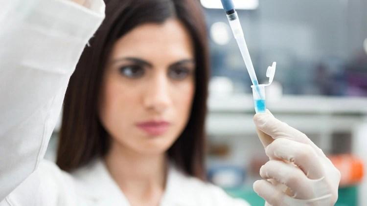 El ARN que flota en el torrente sanguíneo materno para detectar fluctuaciones en la expresión de siete genes y que están asociados a la posibilidad de un nacimiento prematuro (iStock)