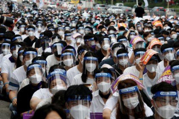 Personal médico en protesta (Reuters/archivo)