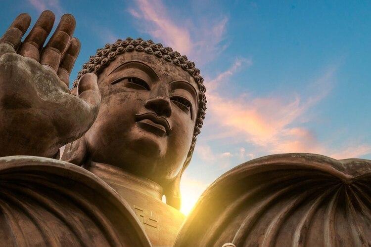 El enormeTian Tan Buda en el Monasterio de Po Lin en Hong Kong. (Shutterstock)