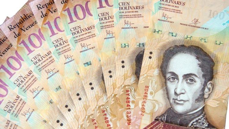 Billetes de 100 bolívares (iStock)