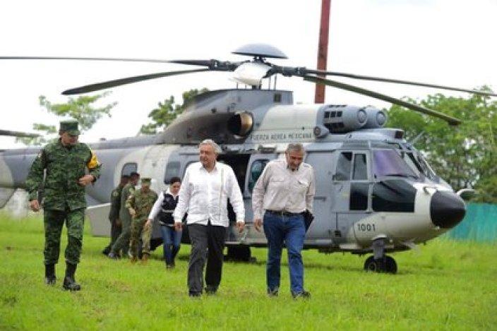 Andrés Manuel López Obrador, presidente de México, se ha encargado de supervisar la emergencia ocasionada por las fuertes lluvias en Tabasco (Foto: Twitter@GobiernoMX)