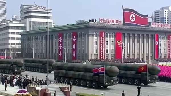 Corea del Norte sube la presión internacional al mostrar su poderío bélico durante un desfile el pasado sábado