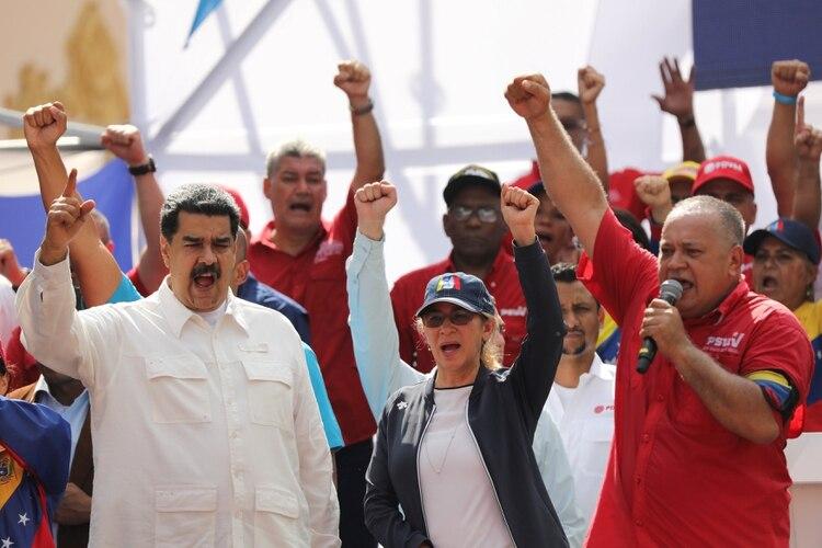 Nicolas Máduro, Cilia Flores y Diosdado Cabello, uno de los principales patrocinadores en el régimen de los colectivos chavistas