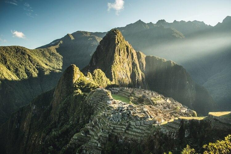 El cuarto país más bello del mundo es el hogar de las increíbles ruinas incas. Pero no es solo el santuario de fama mundial el que le da al país sudamericano los derechos de ocupar este puesto. Perú también cuenta con el Monte Huascarán, en la cordillera tropical más alta del mundo, y el Parque Nacional Río Abiseo, que alberga otros 36 sitios arqueológicos