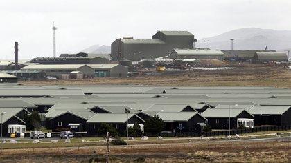 Registro general de la base militar británica de Mount Pleasant, en el sur de la mayor de las Islas Malvinas. EFE/Felipe Trueba/Archivo