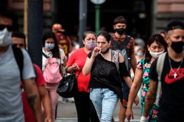 Cada vez se confirma más el hecho que la segunda ola del coronavirus llegó al país (EFE/ Juan Ignacio Roncoroni/Archivo)