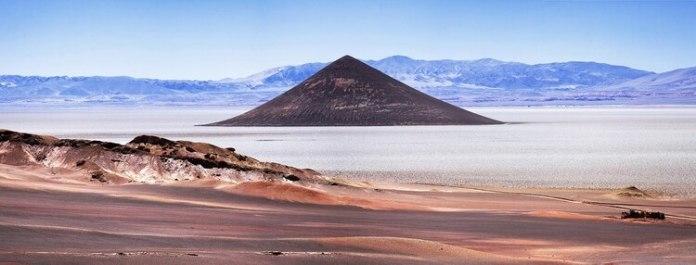 Se encuentra a 380 km de la ciudad de Salta y a 214 km de San Antonio de los Cobres pero sin dudas es un destino que vale la pena conocer (Shutterstock)