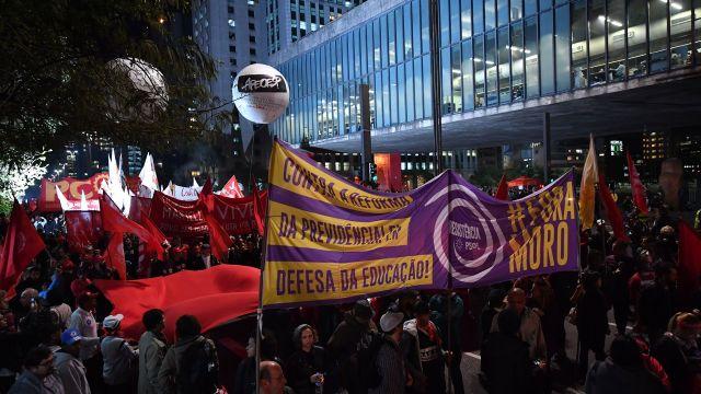 Hubo protestas en las afueras del Congreso (AFP)