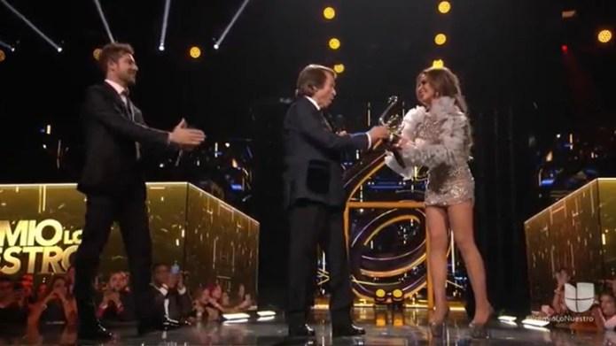 Raphael fue acreedor del Premio lo Nuestro a la Excelencia (Foto: Captura de pantalla - Univision)