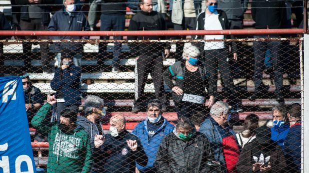 Algunos utilizaron tapabocas, aunque muchos de los presentes siquiera respetaron esa medida que rige en el país (Foto: AFP)