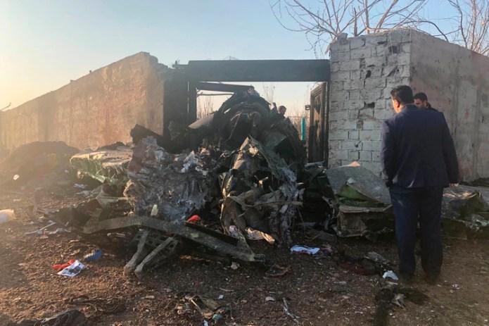 En la imagen, restos de un avión ucraniano que se estrelló poco después de despegar en las afueras de Teherán, Irán, el 8 de enero de 2019. (AP Fotos/Mohammad Nasiri)