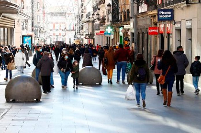 Calle Preciados in Madrid at the beginning of January sales.  EFE / Ballesteros / Archive