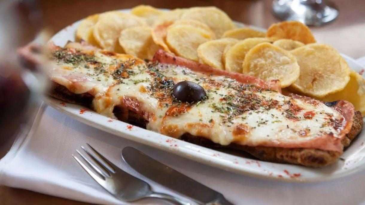 Milanesa napolitana, una de las opciones de plato principal
