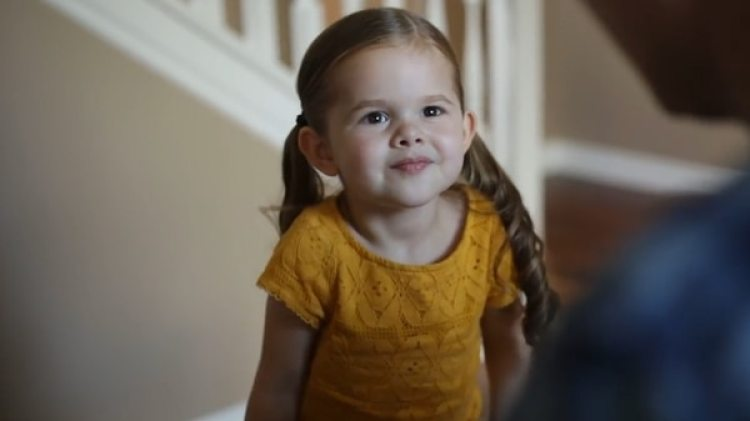 Claire tenía 3 años cuando grabó el video que se viralizó