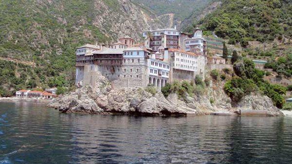 En el Monte Athos habitan 3000 monjes que nunca volverán a ver a una mujer ya que desde el año 1046 tienen prohibida su entrada