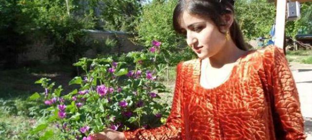 Rajabbi Khurshed dejó los estudios para ayudar a su familia. También aceptó casarse con un hombre al que no conocía. Terminó suicidándose