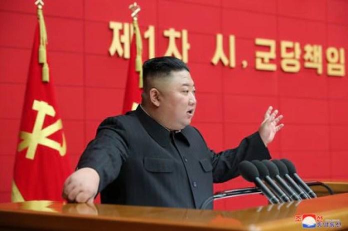 El dictador norcoreano Kim Jong-un en Pyongyang en una foto publicada el 7 de marzo de 2021 por la agencia de noticias estatal KCNA