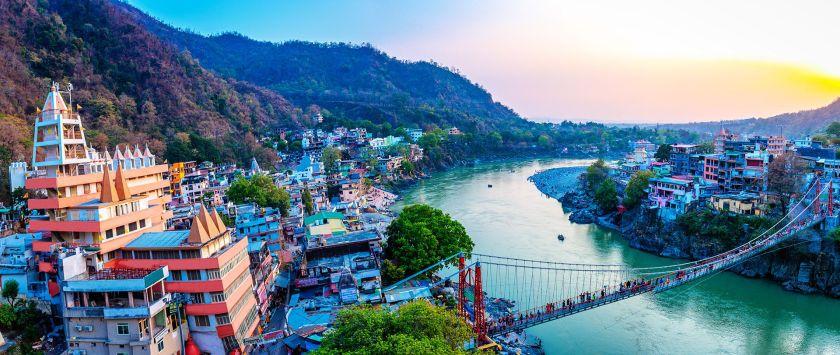 A menudo llamado la Tierra de los Dioses, el estado norteño de Uttarakhand en la India está salpicado de templos antiguos y picos nevados
