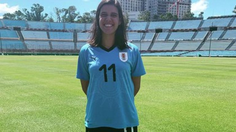 The midfielder was born in Uruguay and has played for her national team since 2008 (@federicasilvera)
