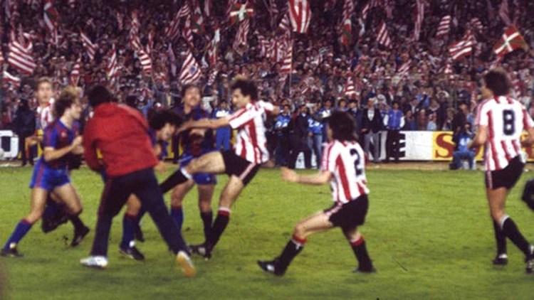 La final del Barcelona y Athletic Bilbao en el Santiago Bernabéu terminó en una batalla campal
