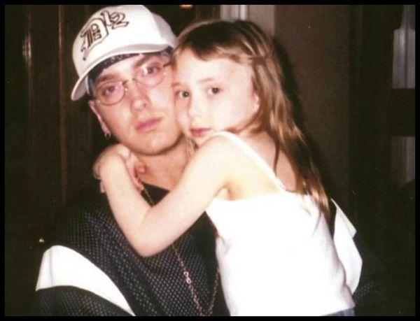 Eminem junto a una de sus hijas