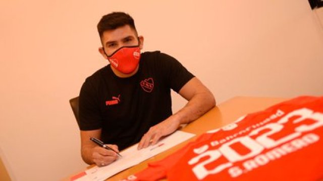 El Chino Romero será baja por dos semanas en el Rojo (@Independiente)