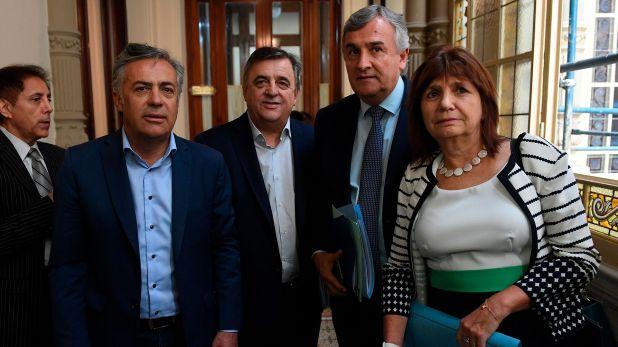 El gobernador jujeño Gerardo Morales junto a los legisladores del bloque radical, Mario Negri y Alfredo Cornejo y la presidenta del PRO, Patricia Bullrich. (Maximiliano Luna)