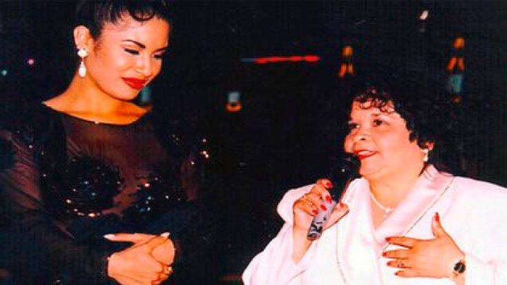 Selena y Yolanda Saldívar se conocieron gracias a la insistencia de la ex enfermera por fundar un club de fans para apoyar a la estrella (Foto: Twitter@raulbrindis)
