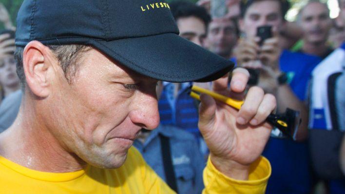Lance Armstrong superó un cáncer de testículos (REUTERS/Christinne Muschi) (CANADA - Tags: SPORT CYCLING SOCIETY)