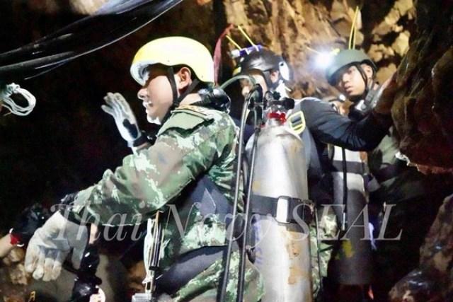 Un rescatista en la cuevaTham Luang, donde están atrapados los niños futbolistas. (Thai Navy Seal via REUTERS)