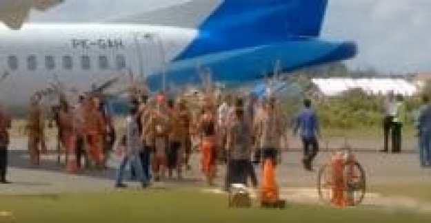 rombongan tengku zulkarnain batal turun di bandara susilo kalbar