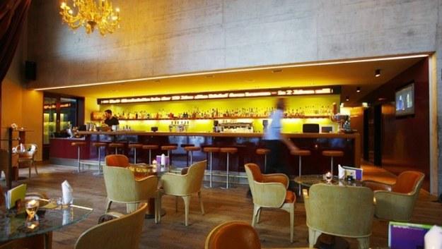 bar atau lounge hotel merupakan salah satu istilah perhotelan lengkap
