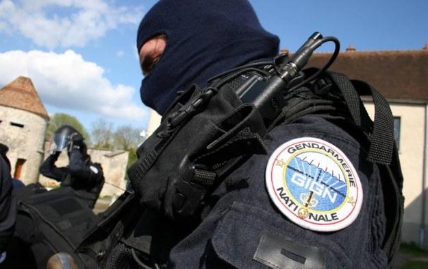 gign sama dengan densus 88 indonesia, personalnya adalah dari unsur kepolisian