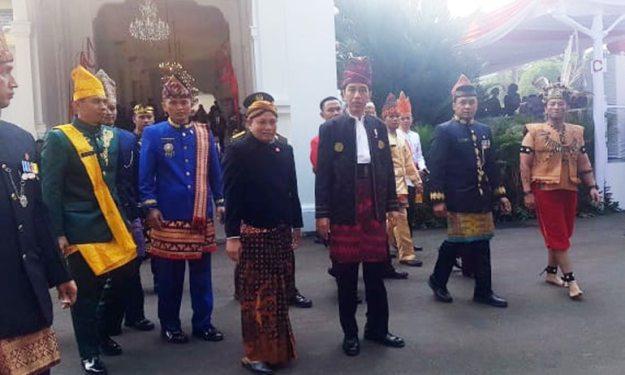 joko widodo pakai pakaian adat dalam hut ri 72