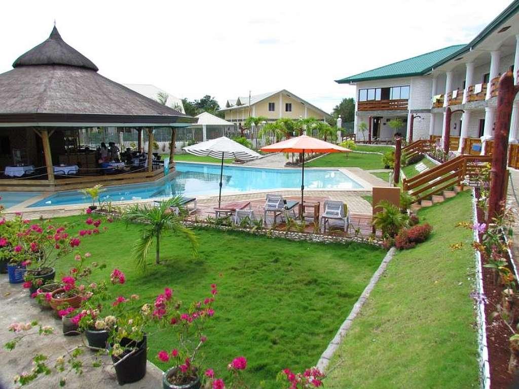 Reasonable Rates At The Harmony Hotel Panglao, Bohol, Philippines 001