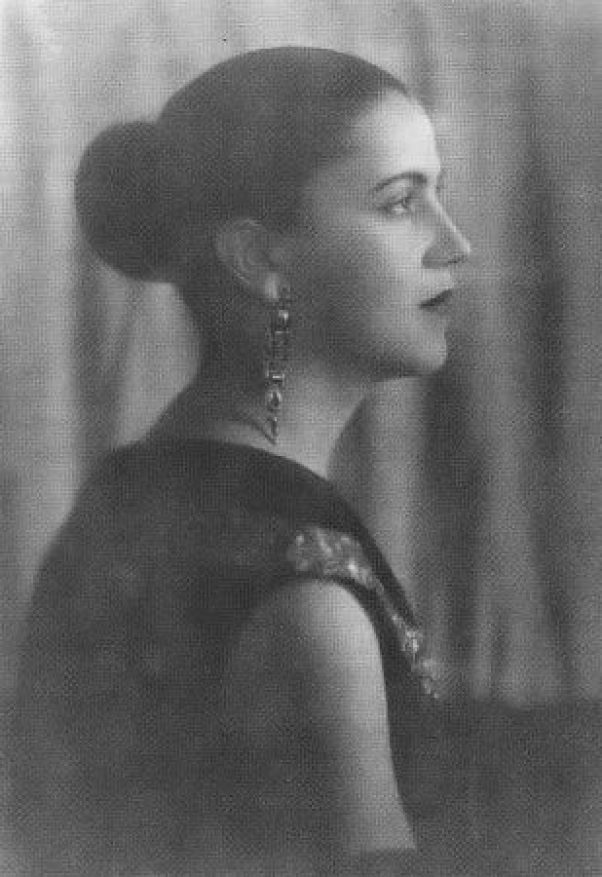 Tarsila do Amaral (foto de 1925 - O Estado de São Paulo).