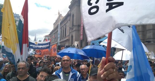 Gremios cordobeses marcharon en unidad contra el ajuste de Schiaretti y Macri
