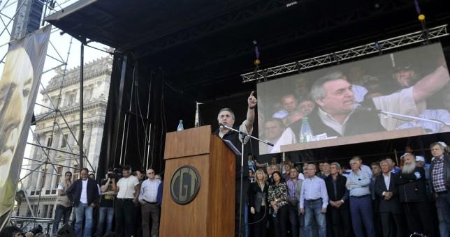 """La CGT pedirá un """"compromiso"""" para evitar despidos y suspensiones hasta fin de año"""