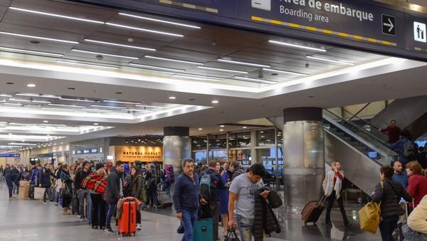 Aeronavegantes en alerta por la desregulación tarifaria