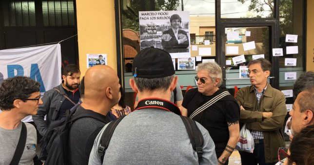 Con apoyo de Beto Casella, los trabajadores de NA reclamaron el pago de su salario