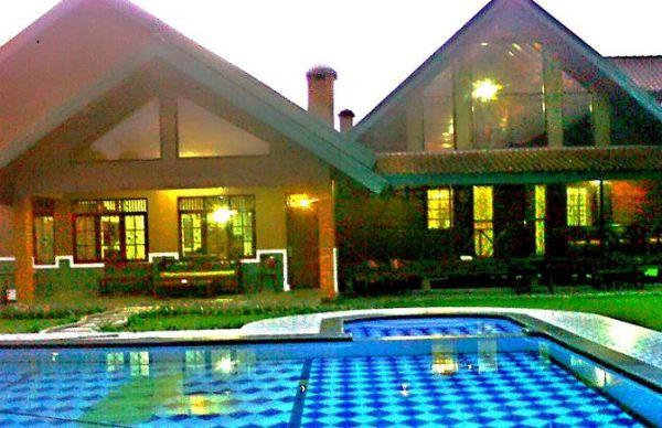 13 Villa Murah di Puncak Bogor ada Kolam Renang