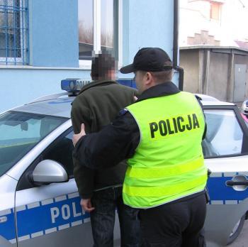 Pijani obrabowali starszą kobietę - Wpadli w ręce policji po awanturze w sklepie
