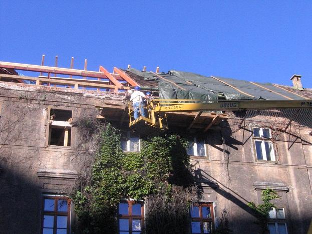 Ulica Grodzka: zawaliła się część remontowanego dachu ( zdjęcia )