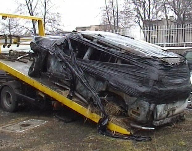 Spalone ciało mężczyzny znaleźli strażacy wezwani do płonącego samochodu [ZDJĘCIA]